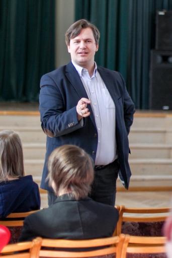 Skolā viesojas Ansis Bogustovs