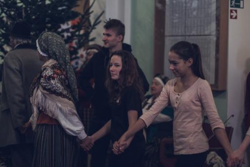 Ziemassvētku ieskandināšana skolā.