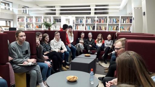 Tikśanās ar skolas absolventu - rakstnieku Jāni Joņevu