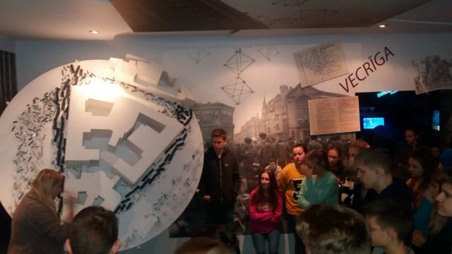 8.b un 8.d klases barikāžu muzeja apmeklējums