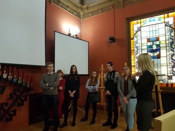 Ģimnāzisti viesojas Saeimā un Eiropas Savienības mājā