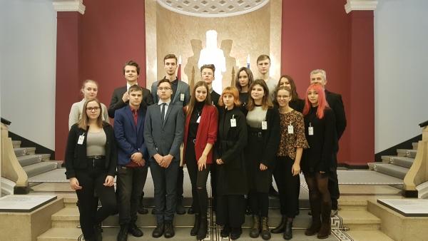 Politikas pulciņš viesojas MK un ASV vēstniecībā Latvijā.