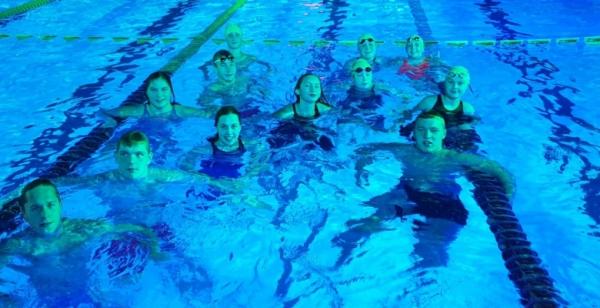 Pirmajā skolu peldēšanas čempionātā  Jelgavas Valsts ģimnāzijai divas zelta medaļas