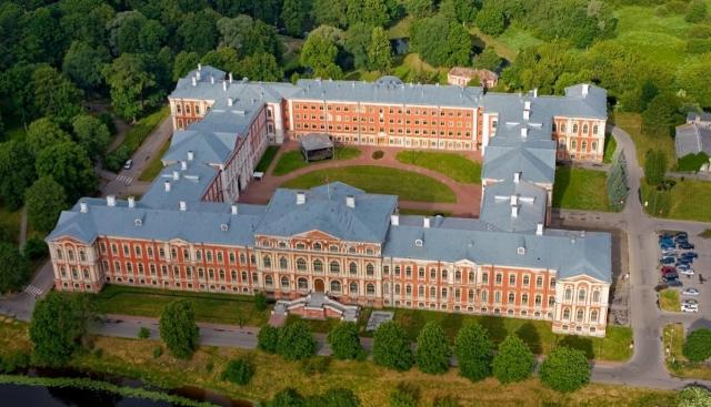 Jelgavas Valsts ģimnāzija – pilī
