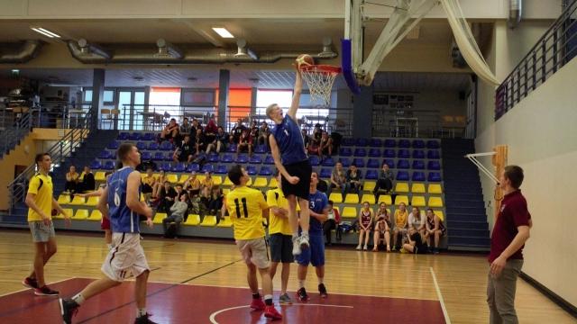 Basketbolā vidusskolām uzvar Valsts ģimnāzija un 4. vidusskola