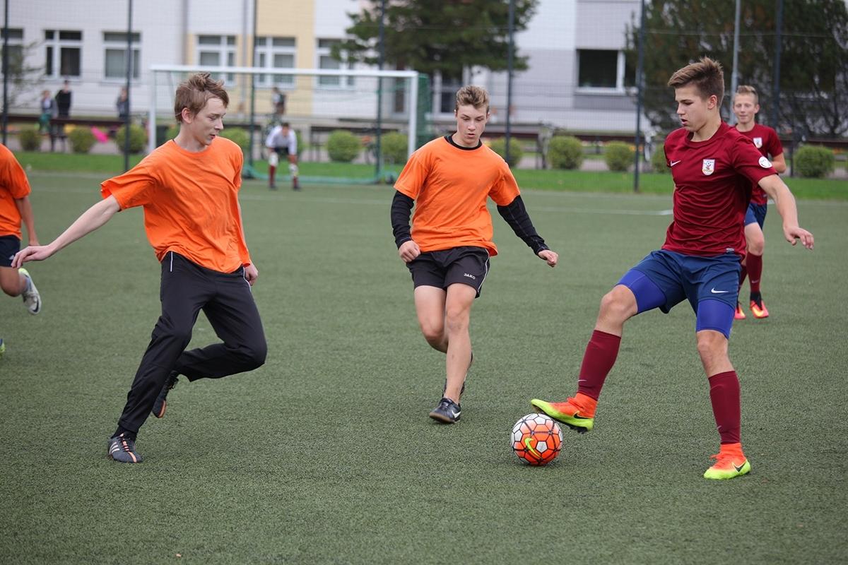 8.– 9. klašu grupā futbolā uzvar Jelgavas Valsts ģimnāzija