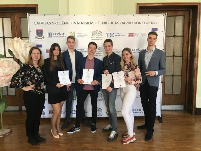 Izcili sasniegumi Latvijas skolēnu 43. zinātniskās pētniecības darbu konferencē