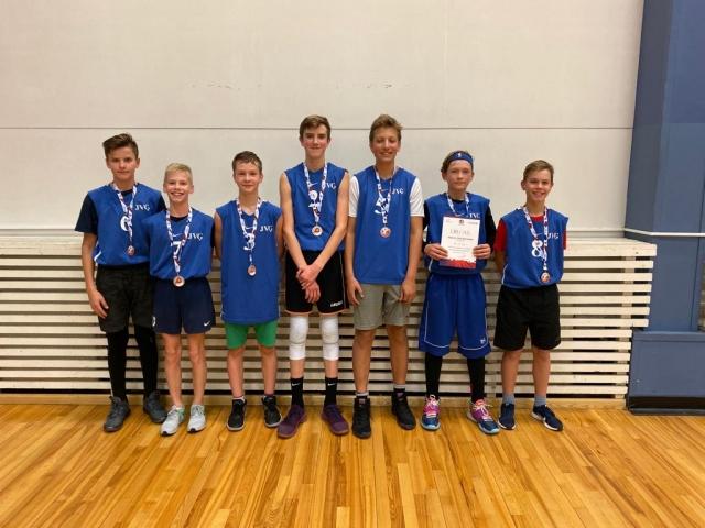 Basketbolā 7.klašu grupā pilsētā 2.vieta