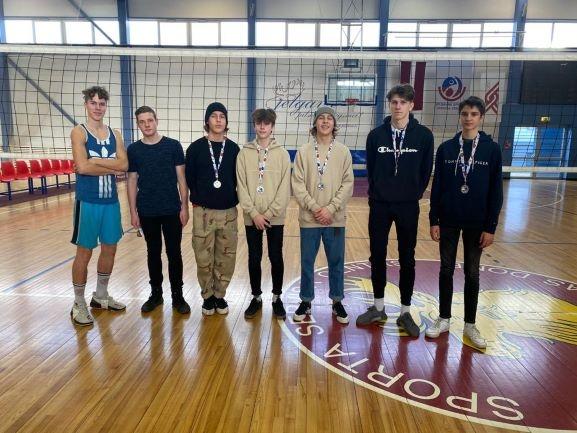Pamatskolas zēniem volejbolā 2.vieta